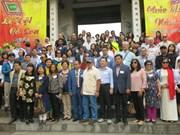 Diplomáticos extranjeros en Vietnam visitan sitios turísticos de Hanoi