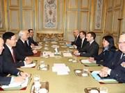 Líder partidista de Vietnam sostiene conversaciones con presidente francés