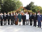 Máximo dirigente partidista de Vietnam honra a Ho Chi Minh en La Habana