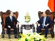 Premier vietnamita recibe a presidente de grupo hongkonés Sunwah