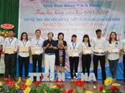 """Entregaron becas """"Vu A Dinh"""" para estudiantes de minorías étnicas en Vietnam"""