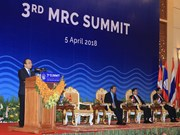 Premier vietnamita concluye asistencia a reunión de alto nivel de MRC