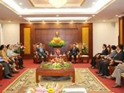 Presidente del Frente laosiano de Construcción Nacional visita provincia vietnamita