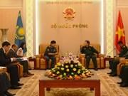 Vietnam y Kazajstán fortalecen cooperación en defensa