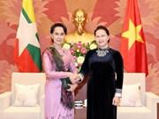 Presidenta del Parlamento de Vietnam destaca papel femenino al recibir a consejera de Estado de Myanmar