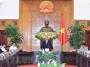 Premier vietnamita y sus asesores debaten medidas destinadas a impulsar el desarrollo económico
