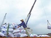 Vietnam logra superávit comercial de tres mil millones de dólares