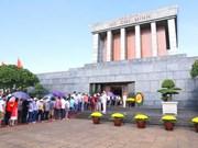 Más de 50 mil visitan Mausoleo de Ho Chi Minh en días festivos