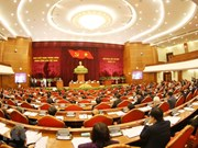 Público vietnamita aprecia temas del séptimo pleno del Comité Central de Partido Comunista