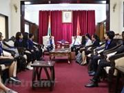 Embajador vietnamita en Nueva Delhi se reúne con estudiantes destacados de su país