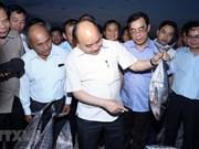 Premier vietnamita visita a pescadores en provincias afectadas por incidente ambiental