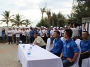 Lanzan campaña playa limpia en provincia vietnamita
