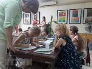 Niños vietnamitas y extranjeros pintan a Hanoi, ciudad de paz