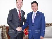 Vicepremier y canciller vietnamita se reúne con ministro de Asuntos Exteriores de Japón