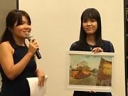 Centenares de estudiantes vietnamitas pobres reciben becas de connacionales en Singapur