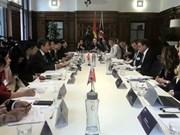 Vietnam y Reino Unido comprometidos a promover comercio bilateral