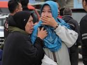 Aceleran búsqueda de victimas en hundimiento de ferry en Indonesia a pesar de mal clima