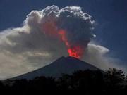 Cierran aeropuerto de Bali por erupción volcánica