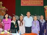 Vicepremier entrega regalos a Madres Heroínas Vietnamitas