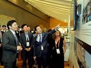 Vietnam comparte en Singapur experiencias de desarrollo de urbe inteligente