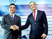 Profesor adjunto vietnamita honrado con Orden de las Palmas Académicas de Francia