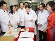 Presidenta del Parlamento de Vietnam visita el archivo donde se guardan miles de documentos de la guerra