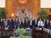 Premier de Vietnam recibe inversionistas interesados en proyecto de energía de Bac Lieu