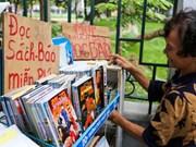 Librería gratis de una anciana de 74 años de edad atrae atención de los jóvenes