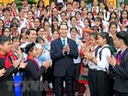 Presidente de Vietnam dialoga con miembros destacados de Destacamento de Pioneros