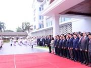Izan en Laos bandera de ASEAN por 51 aniversario de su fundación