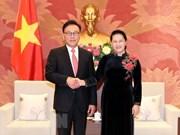Presidenta del Parlamento de Vietnam se compromete a facilitar operaciones de empresas foráneas
