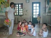 Organización de Estados Unidos ofrece asistencia a niños desfavorecidos vietnamitas
