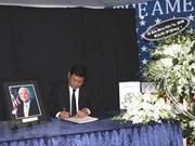 Autoridades de Ciudad Ho Chi Minh rinden homenaje póstumo a John McCain