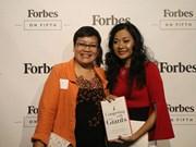 Presentan primer libro de autora vietnamita publicado por ForbesBooks