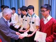 Entregan becas Vallet a estudiantes del Centro de Vietnam