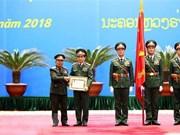 Entregan orden del Estado laosiano a oficiales y colectivos del Ejército Popular de Vietnam