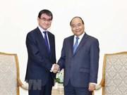 Premier de Vietnam recibe al canciller de Japón