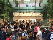 Filas de compradores frente a  tienda de Apple en Singapur para obtener últimos modelos de iPhone X