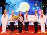"""""""Velada de la luna"""", obsequio significativo para niños vietnamita en Fiesta de Medio Otoño"""