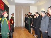 Diplomáticos europeos firman libros de condolencias por deceso del presidente vietnamita