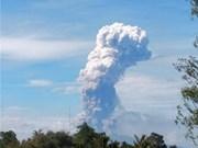 Entra en erupción volcán Soputan en isla indonesia de Sulaweai tras dos fuertes sismos