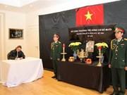 Embajadas de Vietnam en exterior efectúan honras fúnebres por Do Muoi, exsecretario general del Partido Comunista