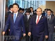 Medios japoneses difunden resultados de diálogo entre Shinzo Abe y Nguyen Xuan Phuc