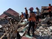 Se eleva a dos mil 45 los fallecidos por desastres naturales en Indonesia