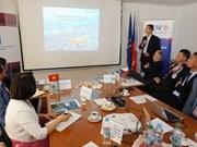 Impulsan cooperación económica y comercial entre Vietnam y República Checa