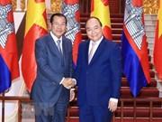 Premier de Vietnam se entrevista con homólogo camboyano para estrechar vínculos