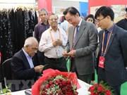 Empresas vietnamitas participan en feria internacional de seda en la India