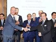 Premier de Vietnam promete a dar mejores condiciones a empresas europeas