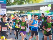 Atletas de más de 50 países participan en maratón internacional en Hanoi