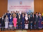 Mujeres y niñas contribuyen al desarrollo de ASEAN, afirma premier vietnamita